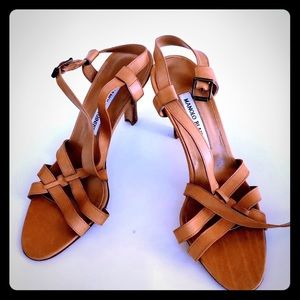 🌸Manolo Blahnik Beige Leather Sandals🌸